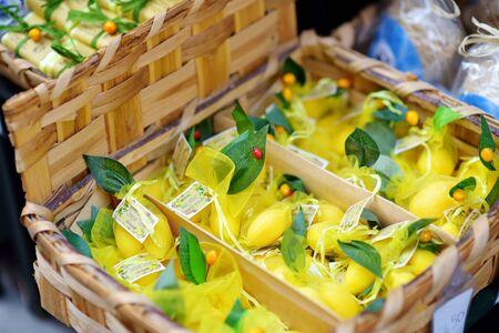 MANAROLA, ITALY - NOVEMBER 18, 2018: Various food, goods and small typical souvenirs sold at small shops at the pedestrian area of Manarola village, Cinque Terre, Liguria. Standard-Bild - 128986426