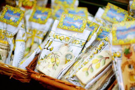 MANAROLA, ITALY - NOVEMBER 18, 2018: Various food, goods and small typical souvenirs sold at small shops at the pedestrian area of Manarola village, Cinque Terre, Liguria. Standard-Bild - 128986433