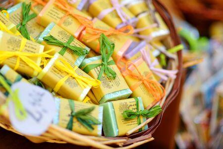 MANAROLA, ITALY - NOVEMBER 18, 2018: Various food, goods and small typical souvenirs sold at small shops at the pedestrian area of Manarola village, Cinque Terre, Liguria. Standard-Bild - 128986443