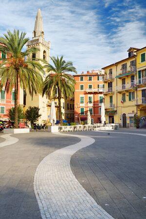 LERICI, ITALY - NOVEMBER 19, 2018: Piazza Mottino square in Lerici town, located in the province of La Spezia in Liguria, part of the Italian Riviera, Italy. Standard-Bild - 128986446