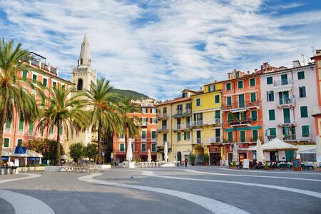 LERICI, ITALY - NOVEMBER 19, 2018: Piazza Mottino square in Lerici town, located in the province of La Spezia in Liguria, part of the Italian Riviera, Italy. Standard-Bild - 128986450