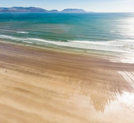 Inch beach, wonderful 5km long stretch of glorious sand and dunes, popular for surfing, swimming and fishing, located on the Dingle Peninsula, County Kerry, Ireland. Stok Fotoğraf