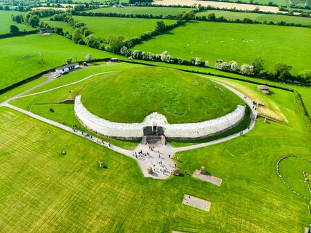 Newgrange, a prehistoric monument built during the Neolithic period, located in County Meath, Ireland. Standard-Bild - 128291183