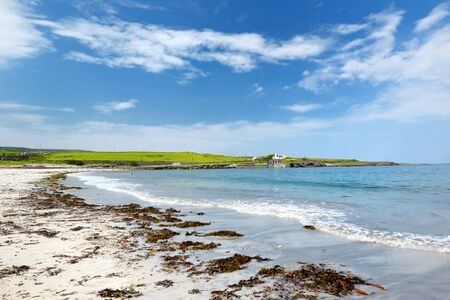 Wide sandy beach on Inishmore, the largest of the Aran Islands in Galway Bay, Ireland. Famous for its strong Irish culture, loyalty to the Irish language, and a wealth of ancient sites. Standard-Bild - 128291194