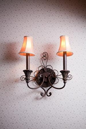 muebles antiguos: Clásica lámpara de pared