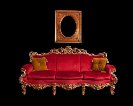 muebles antiguos: Rojo barroco sof� Foto de archivo