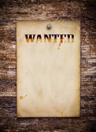 merken: Steckbrief auf alten Holzwand