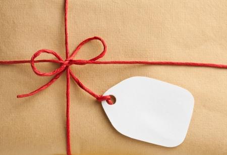 Caja de regalo con etiqueta de regalo