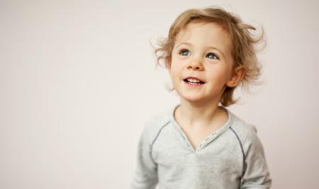 jolie petite fille: Bonne petite girl portrait