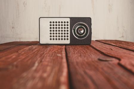 Alte Radio auf Holz Hintergrund, retro getönten Foto Standard-Bild - 23576889