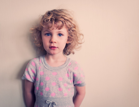 jolie petite fille: Petite fille portrait Banque d'images