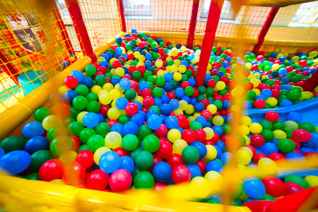 Ball pool in de speelkamer van de kinderen Stockfoto