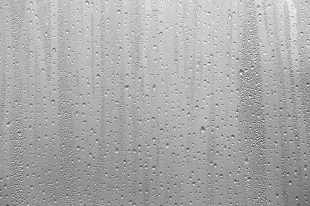 Nahaufnahme Wasserkondensation auf Fensterglas Hintergrund.
