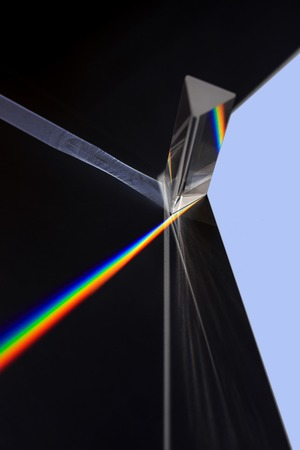 raytracing: Prism splitting white light into a spectrum on a black background