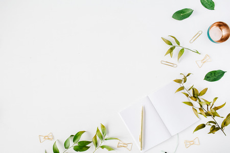 feminine home office workspace mockup with branches, golden pen, clips. flat lay, top view Zdjęcie Seryjne