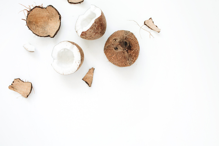 Cracked coconut on white background. Flat lat, top view Stockfoto