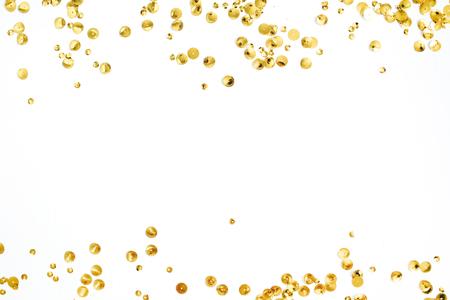 白い背景に金色の紙吹雪見掛け倒しの作られたテキストのスペース フレームのモックアップします。フラット横たわっていた、トップ ビュー。最小