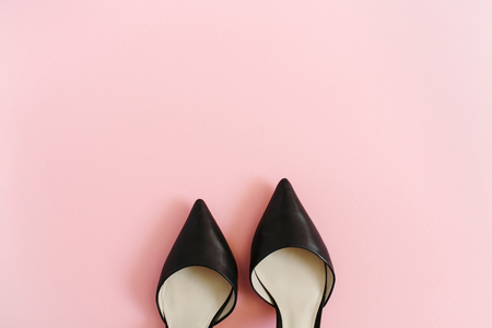 Fashion blog look. Black women high heel shoes on pink background. Flat lay, top view trendy beauty female background. 스톡 콘텐츠