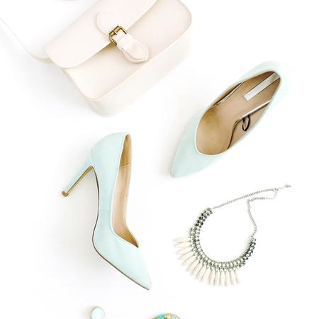 Moderne modeaccessoires voor vrouwen. Plat lag vrouwelijke casual stijl kijken. Bovenaanzicht.