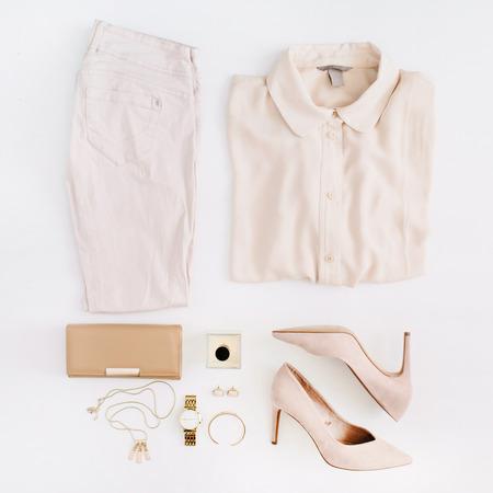 Abbigliamento e accessori moda donna moderna. Sguardo piatto stile femminile casual. Vista dall'alto. Archivio Fotografico - 88542495