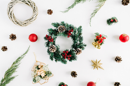 Christmas wreath frame with decorations on white background. Flat lay, top view holiday decoration concept. Imagens