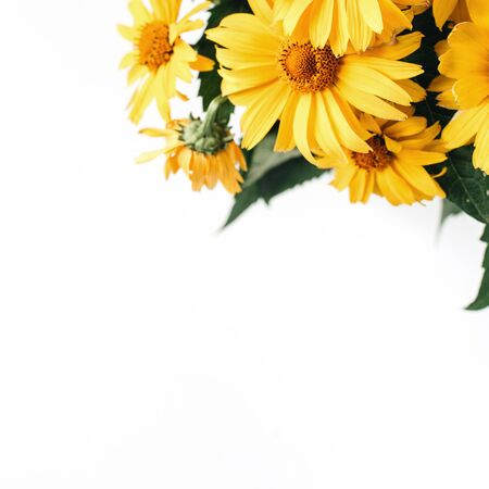 Yellow daisy flowers bouquet isolated on white background. Flatlay, top view holiday, Valentines day present. Zdjęcie Seryjne