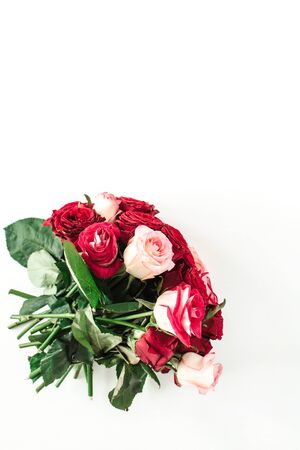 Pink and red rose flowers bouquet isolated on white background. Flatlay, top view holiday, Valentines day present. Zdjęcie Seryjne