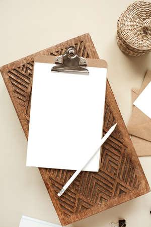 Clipboard tablet pad with blank paper sheet. Artist home office workspace. Mockup copy space 版權商用圖片