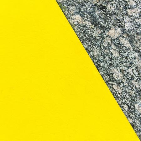Zweifarbiger abstrakter Hintergrund. Teil gelb und Teil Marmor. Beschaffenheit des natürlichen Marmorhintergrundes. Muster Standard-Bild - 75806885