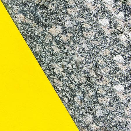 Zweifarbiger abstrakter Hintergrund. Teil gelb und Teil Marmor. Beschaffenheit des natürlichen Marmorhintergrundes. Muster Standard-Bild - 76652181