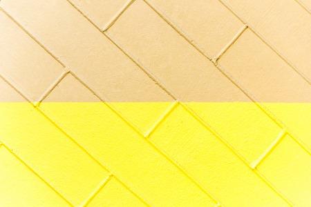 Gelbe und braune Backsteinmauerbeschaffenheit. Zweifarbiger abstrakter Hintergrund Standard-Bild - 75979029