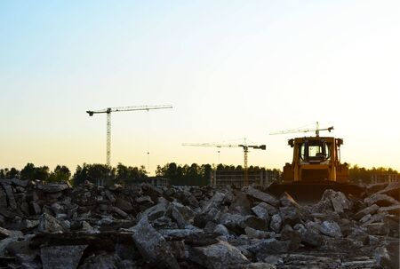 Track-type bulldozer, earth-moving equipment. Land clearing, grading, pool excavation, utility trenching, utility trenching and foundation digging during of large construction jobs. Zdjęcie Seryjne