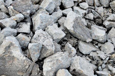 Broken pieces of asphalt at a construction site. Recycling and reuse crushed concrete rubble, asphalt, building material, blocks. Crushed �oncrete Background. Road repair, replacement of old pavement Banque d'images - 140989454