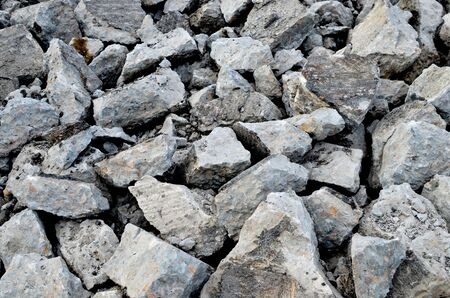 Broken pieces of asphalt at a construction site. Recycling and reuse crushed concrete rubble, asphalt, building material, blocks. Crushed �oncrete Background. Road repair, replacement of old pavement Banque d'images - 140989550