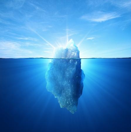 Eisberg unter Wasser und über Wasser Standard-Bild - 18611288