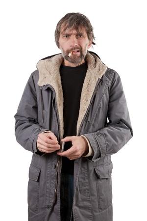 luces de hombre adulto cigarrillo aislado en blanco