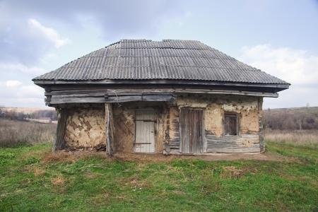 Casa abandonada en mal estado, Crimea, Ucrania Foto de archivo