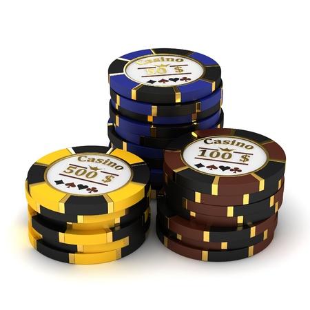 texas hold em: Pilas de fichas de casino sobre fondo blanco