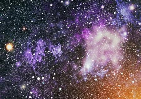 cielo nocturno azul marino con muchas estrellas. vía láctea en el fondo del espacio