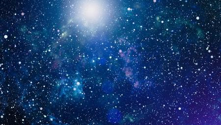 Vue panoramique dans l'espace profond. Ciel nocturne sombre plein d'étoiles. La nébuleuse dans l'espace. Banque d'images