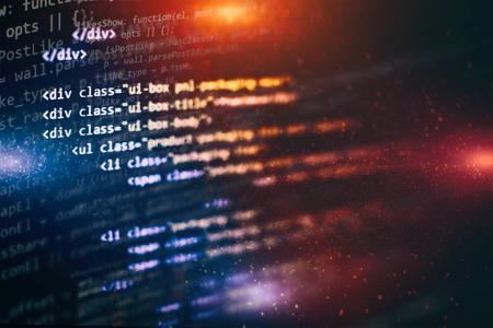 Computerprogrammering, vaak afgekort tot programmeren, is een proces voor de oorspronkelijke formulering van computerproblemen tot uitvoerbare computerprogramma's zoals analyse, ontwikkeling, algoritmen en verificatie. Stockfoto