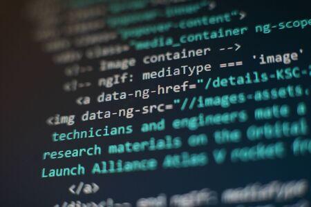 Websitecodes op computermonitor. Programmeur werkplek. Abstracte scherm van software. Computerprogramma.