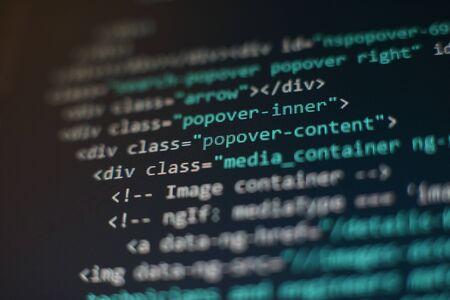 Kody stron internetowych na monitorze komputera. Stanowisko programisty. Streszczenie ekran oprogramowania. Program komputerowy.