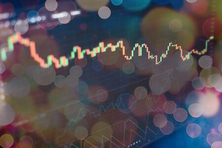 Comptabilité financière de l'analyse des graphiques récapitulatifs des bénéfices. Le plan d'affaires lors de la réunion et d'analyser les chiffres financiers pour visualiser les performances de l'entreprise. Banque d'images