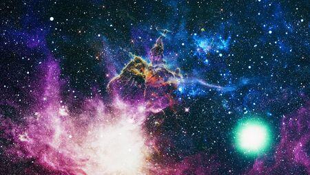 Science-Fiction-Fantasy in hoher Auflösung, ideal für Tapeten. Traumlandschaft Galaxie.