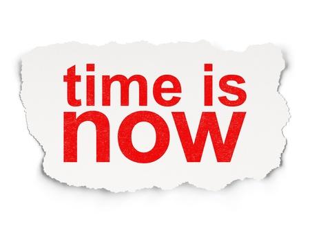 chronologie: Timeline concept papier d�chir� avec les mots temps est maintenant sur fond de papier, rendu 3d Banque d'images