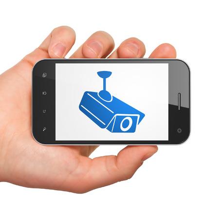 le concept de la vie privée: main tenant smartphone avec Caméra de vidéosurveillance sur écran. Téléphone portable à puce dans la main sur fond blanc, rendu 3d