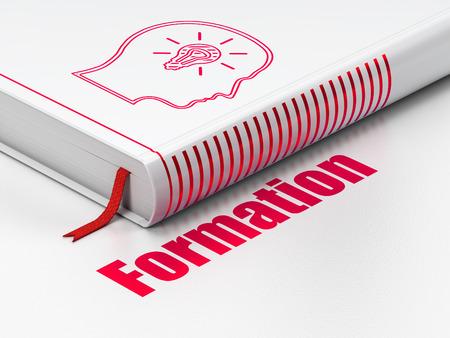 Education-Konzept: geschlossen Buch mit Red Kopf mit Glühbirne Symbol und Text Formation auf dem Boden, weißer Hintergrund, 3d render