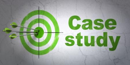 Erfolg Bildung-Konzept: Pfeile Kollision mit der Mitte des Ziels, Grün Case Study an der Wand Hintergrund, 3d render