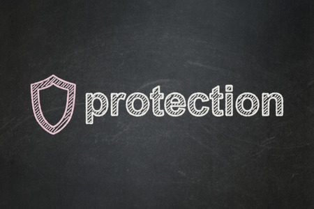 contoured: Concepto de protecci�n: contorneada Escudo icono y Protecci�n texto sobre fondo de pizarra Negro, 3d